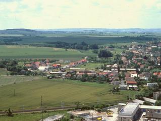 Pravěkou krajinou s archeologem. Na hradiště Skalku u Velimi z doby bronzové.