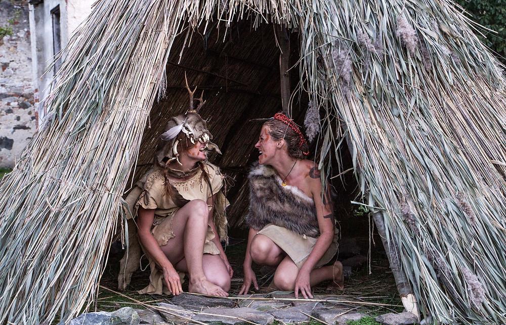 Ženy z mezolitu na Kupecké osadě Krumbenowe. Foto J. Lohnická