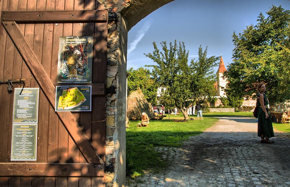 Brány Kupecké osady se otevřely návštěvníkům přesně v deset hodin. Foto J. Lohnická