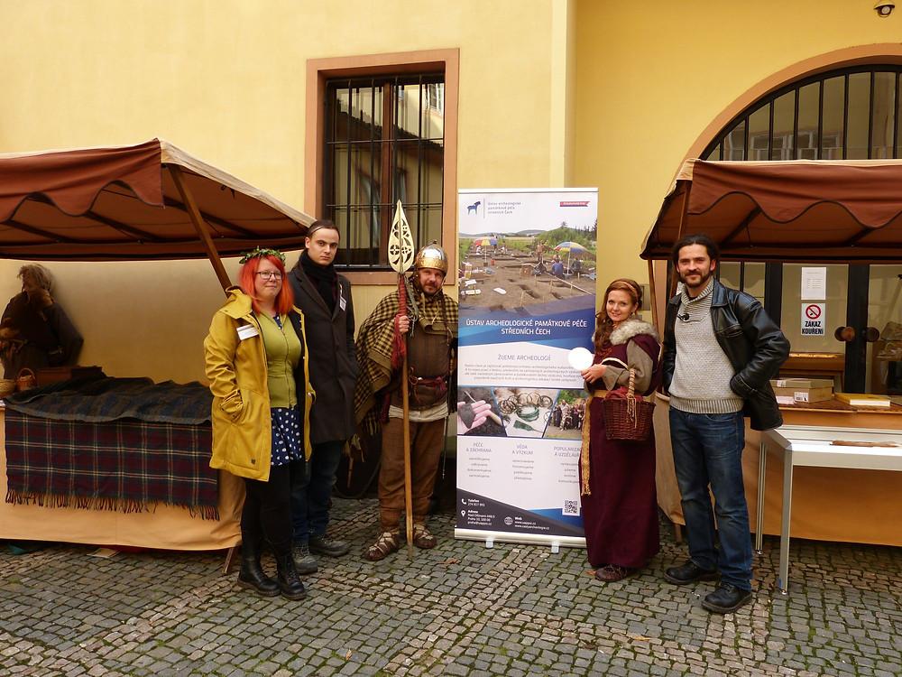 Naše parta zastupující na MDA Ústav archeologické památkové péče středních Čech. Foto M. Křemen