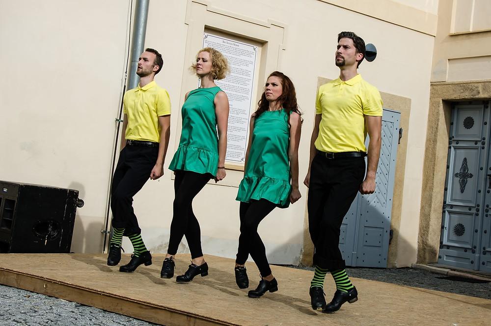K poslechu i do skoku lákalo tradiční vystoupení taneční skupiny Gall-Tír. Foto: Lucie Velechovská.