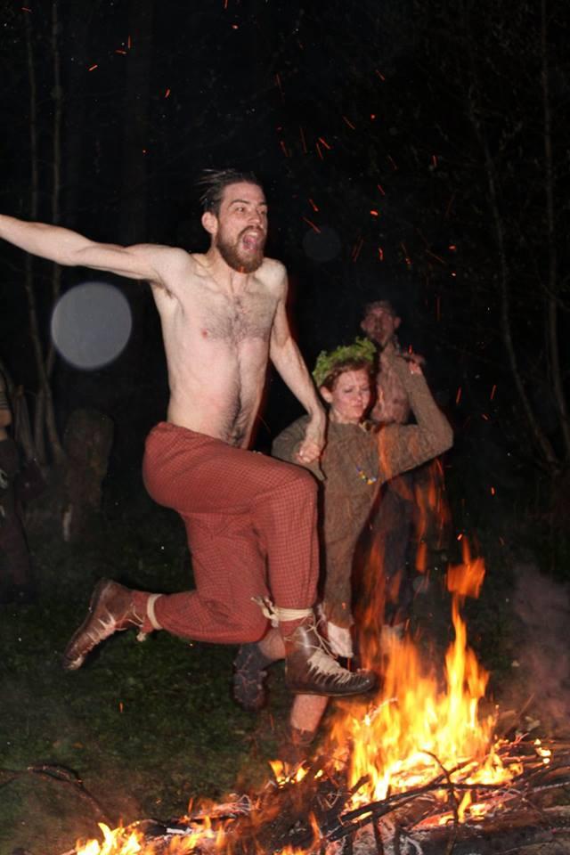 Talmun s Gwinver proskakují ohněm. Foto T. Lefnerová
