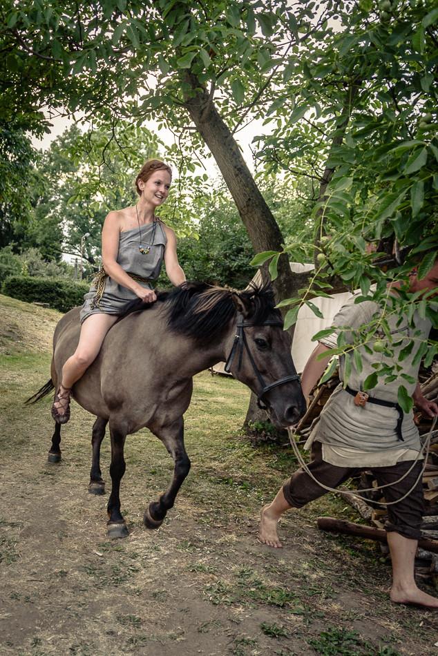 Na akcích je vždycky veselo, i na koňském hřbetě. Foto J. Zajda Zajíček