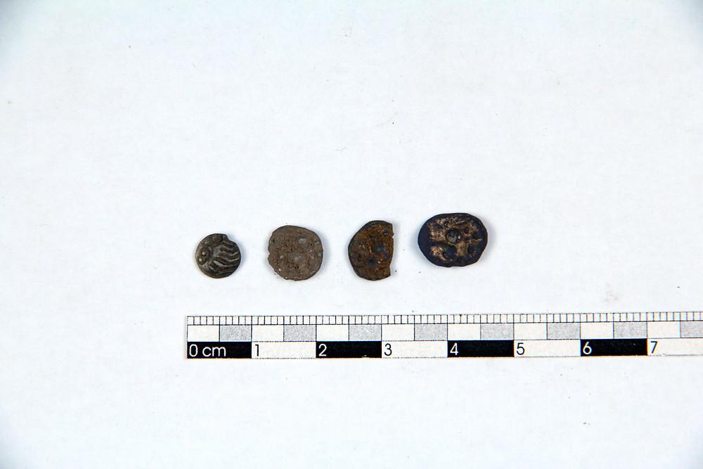 Další drobné mince a jejich fragmenty. Foto T. Chlup