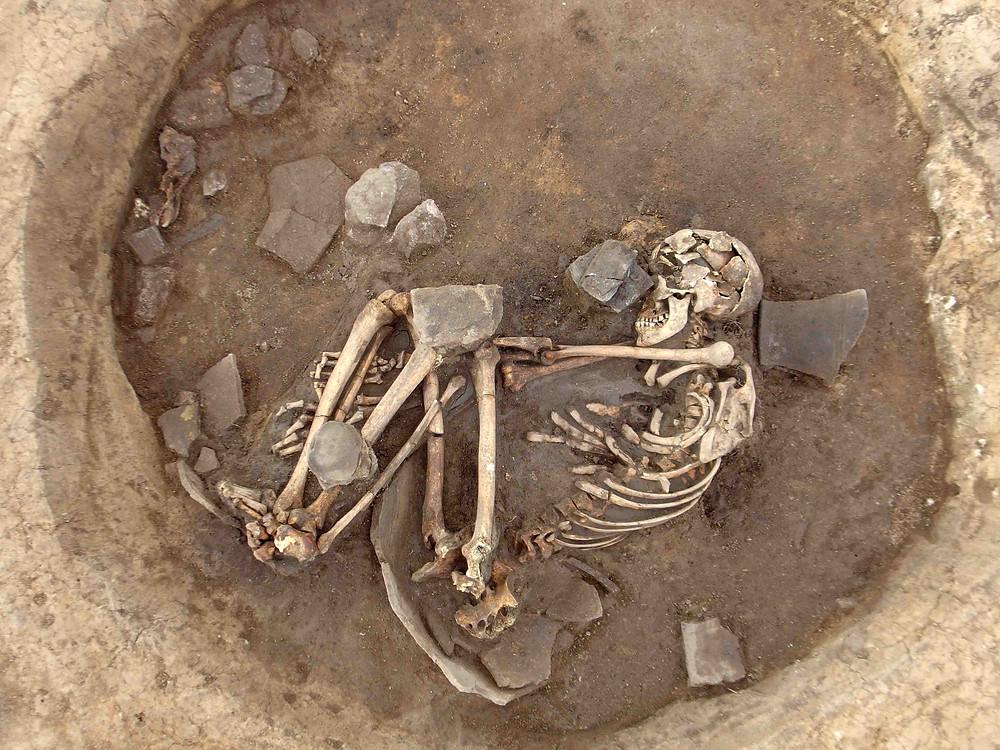 Únětický pohřeb v nádobě. Foto archiv ÚAPPSČ