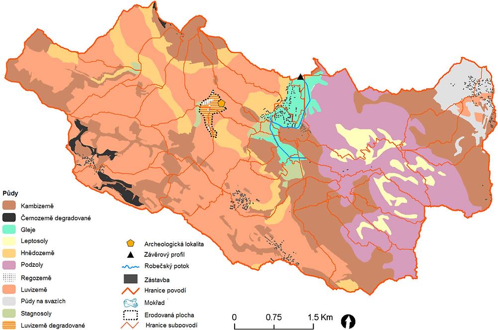 Půdy v povodí Robečského potoka, v okolí archeologické lokality Okna. Pravá strana povodí zůstala zalesněna po celý holocén, půdní kryt zde představují půdy, jejichž přítomnost je dána klimatickými a geologickými podmínkami. Levá strana povodí, v části, kde se nachází i lokalita je pozměněn půdní kryt, nacházejí se zde erozí poškozené půdy a půdy vzniklé na koluviích. Půdy, které byly obhospodařovány pravděpodobně až v pozdějších obdobích  vykazují menší známky poškození, než půdy přímo na laténské lokalitě (Dreslerová et al., 2019).