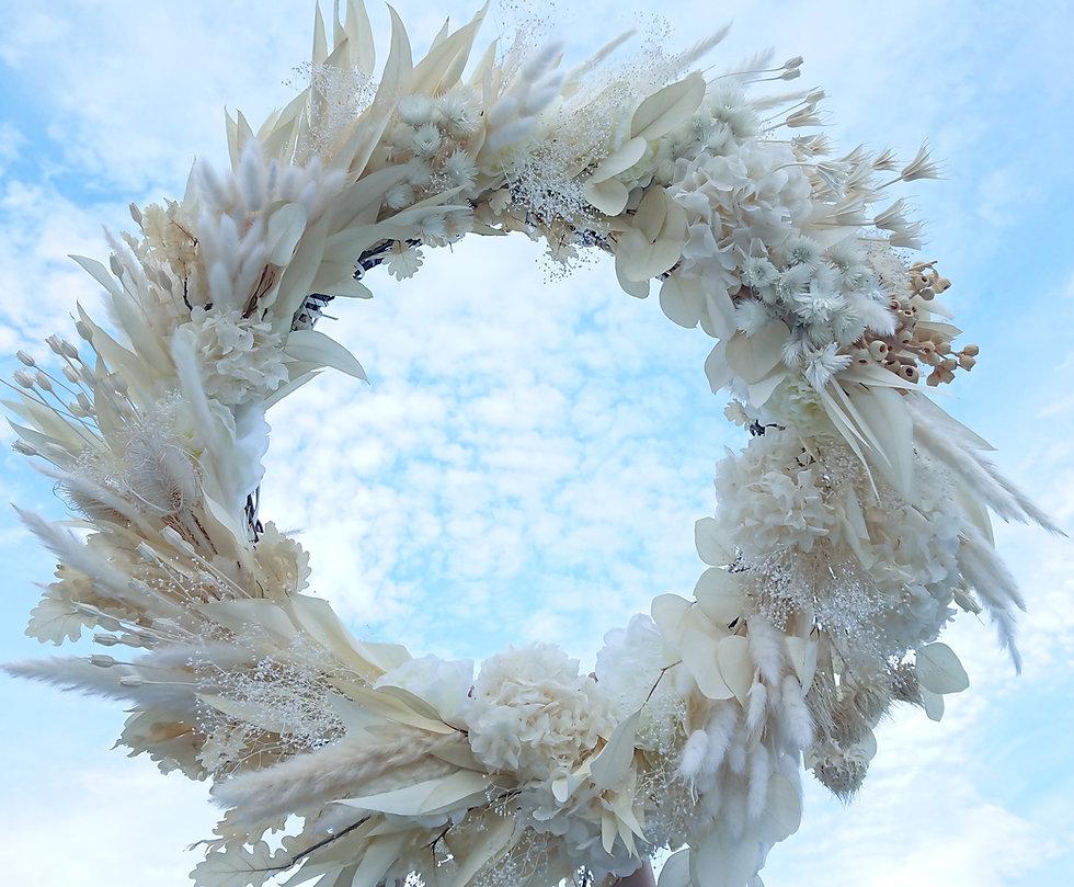 weiss wreath