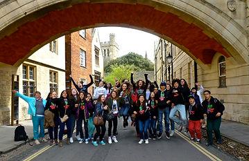 Students enjoying their tour with Oxford Walking Tours