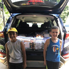Volunteers packed car for Outreach outing