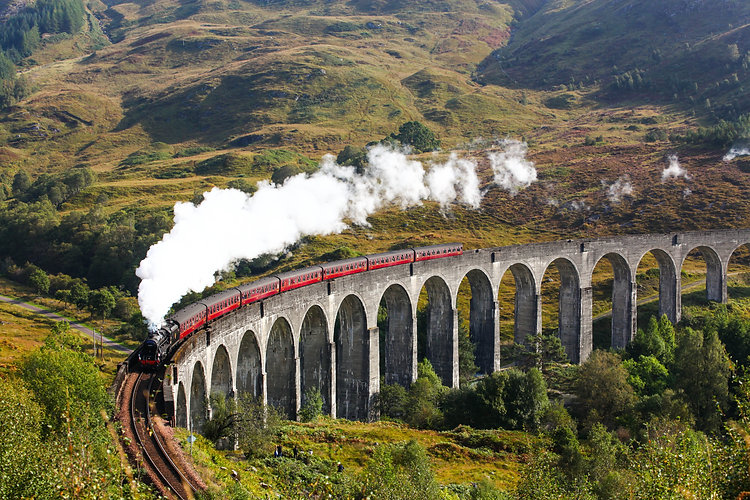 Train in Glen Viaduct.jpg