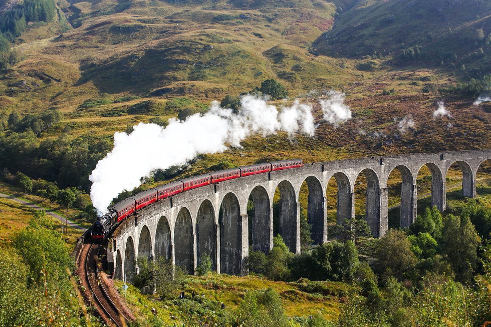 Train in Glen Viaduct.jpg
