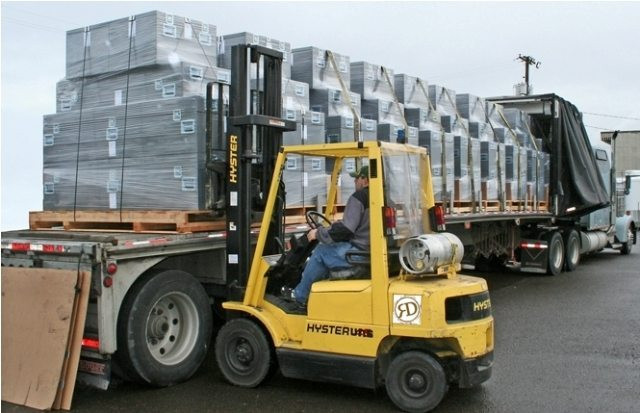 Loading-flatbed-trailer.jpg