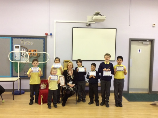 Everyone congratulated these pupils for their excellent swimming skills.