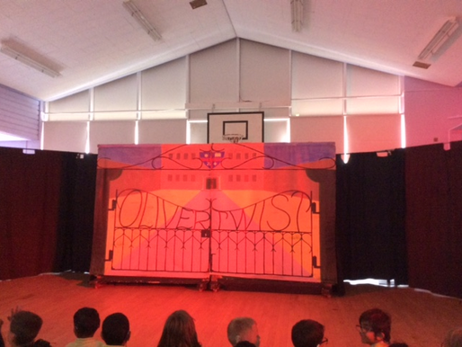 The children enjoyed a performance of 'Oliver Twist' as an end of term treat!
