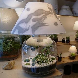 lampe terrarium de plante abat-jour peint par Makiko Takei