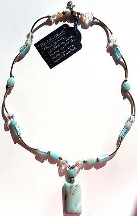 Création bijoux collier pierres fines