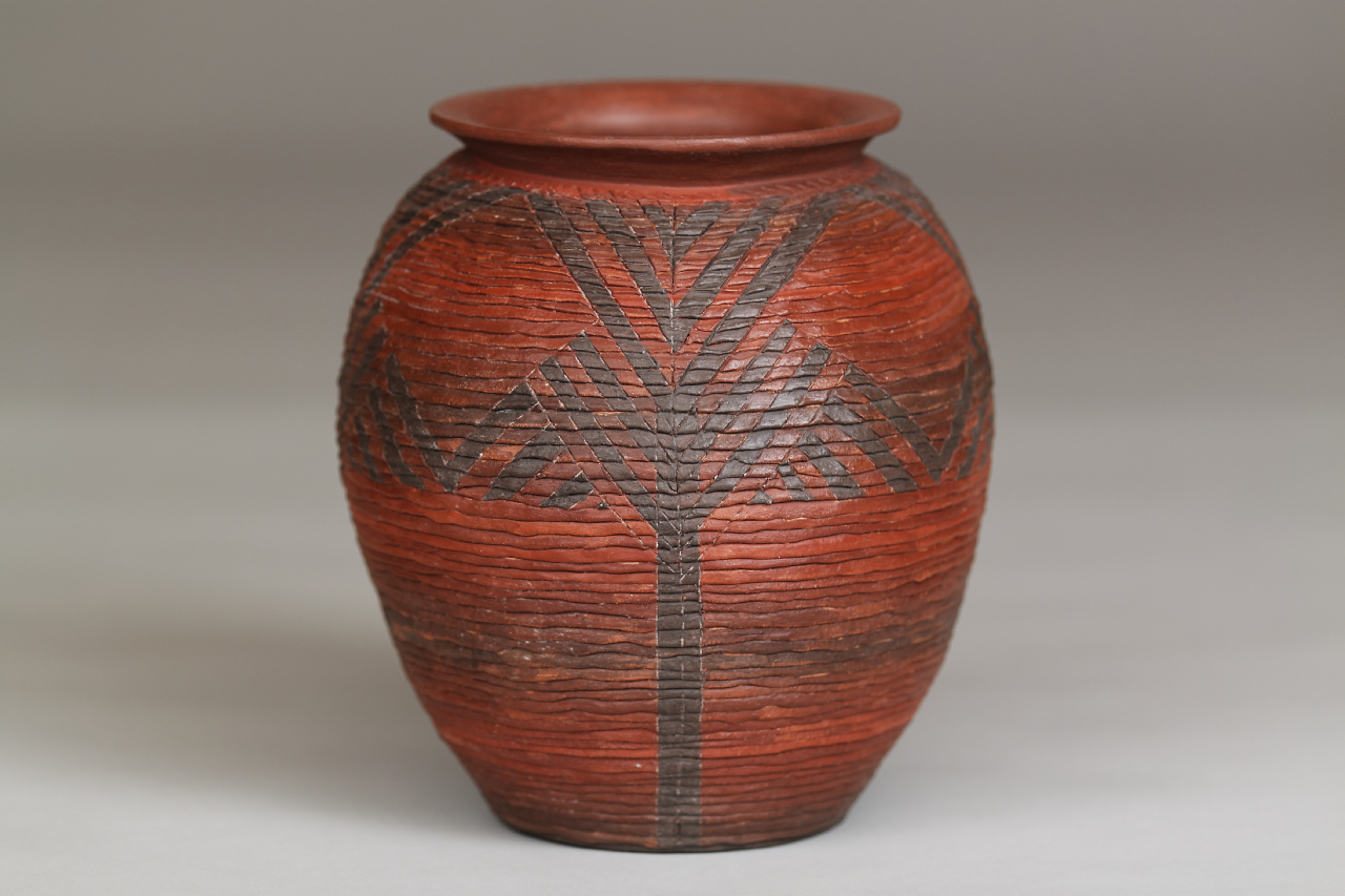 088-Corrugated jar