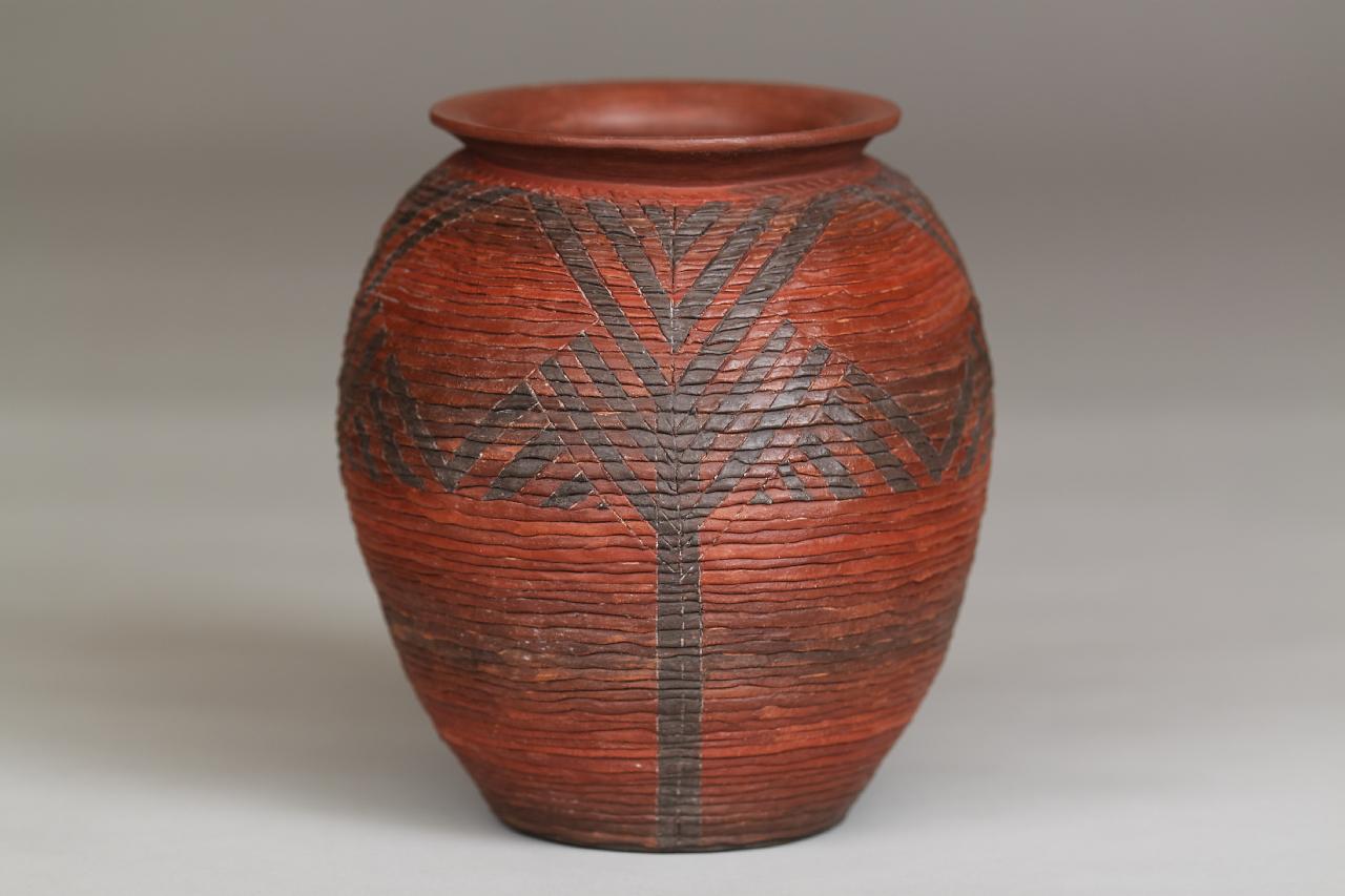 088-Corrugated jar
