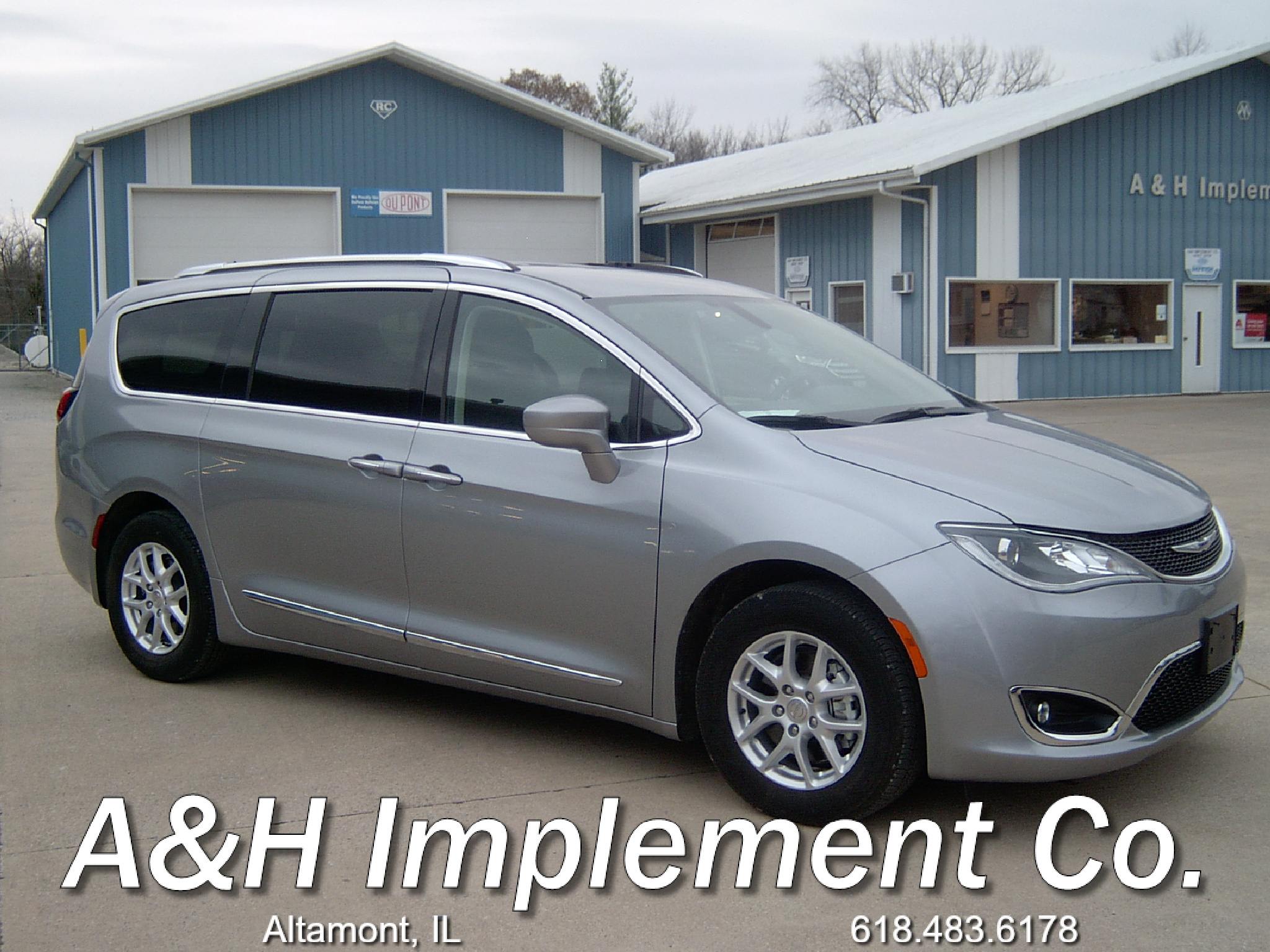 2020 Chrysler Pacifica Touring L - silve
