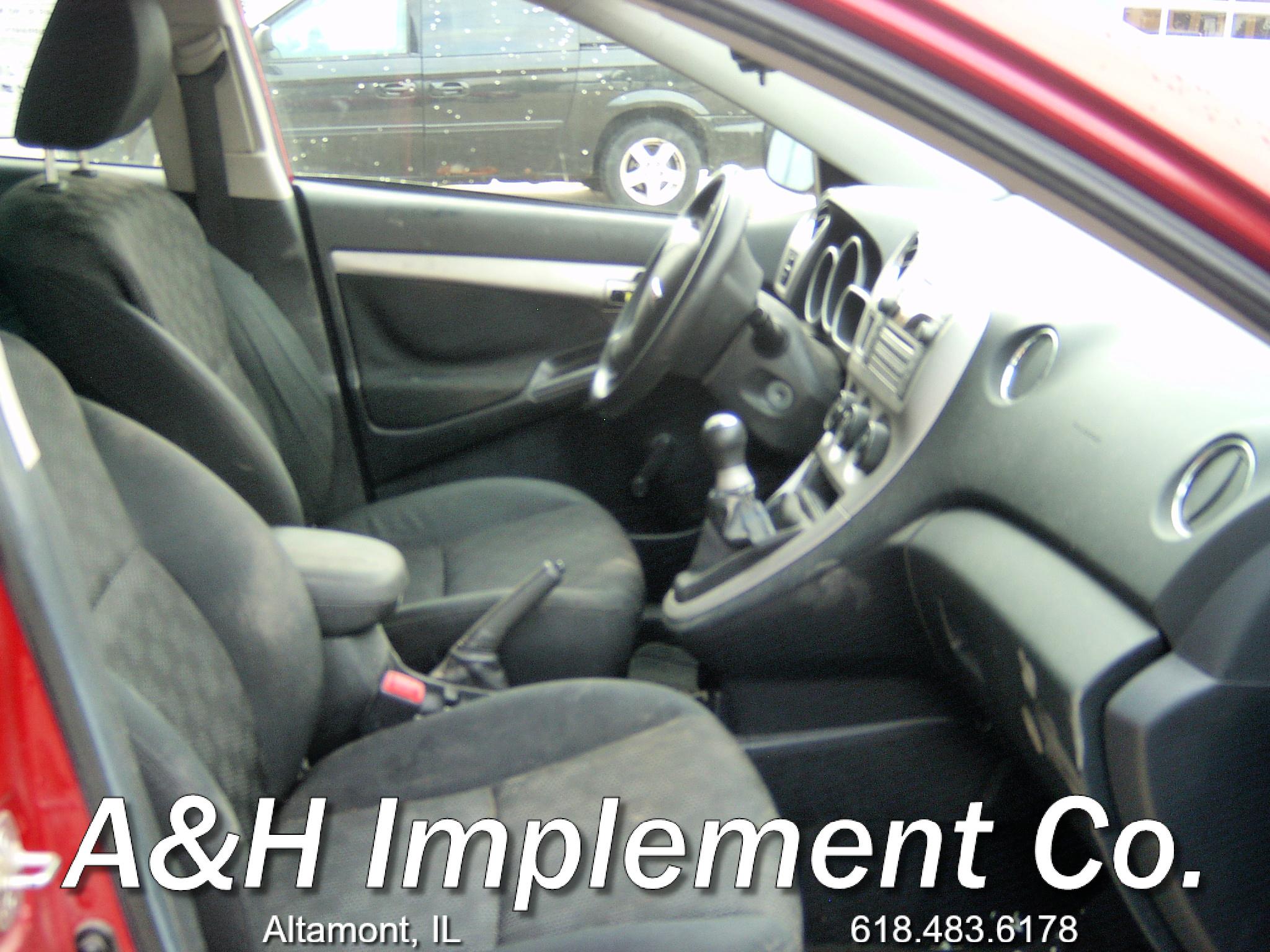 2009 Pontiac Vibe - red 5