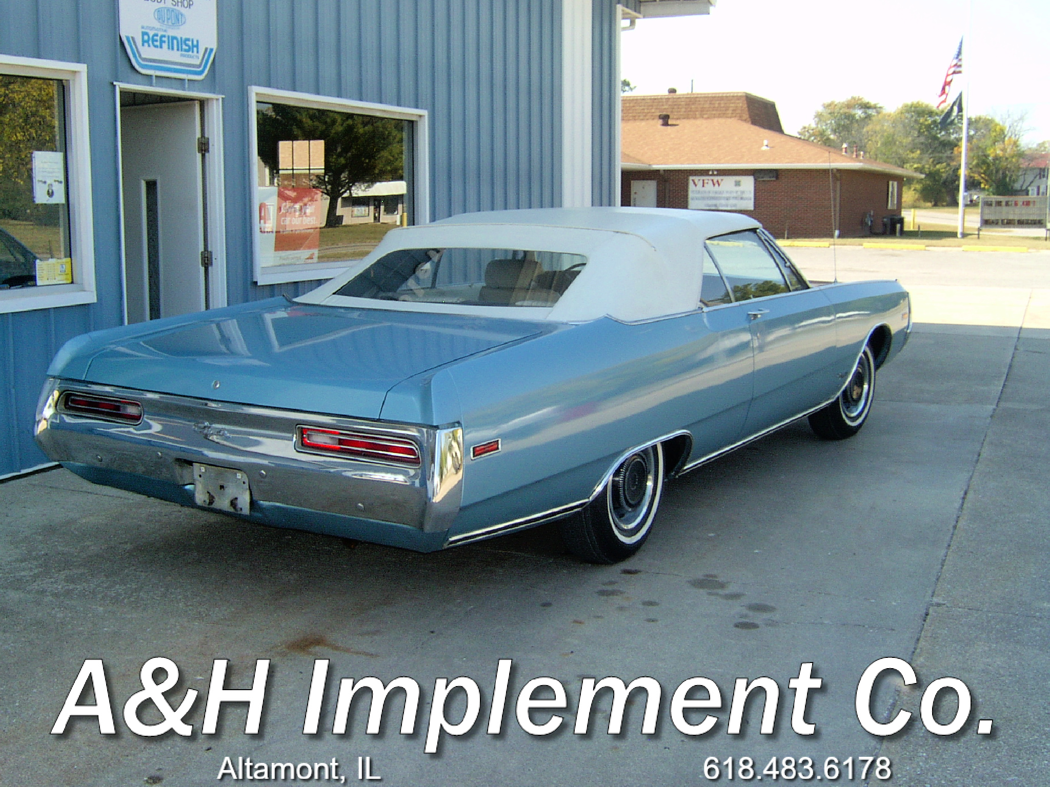 1970 Chrysler Newport Convertible - blue