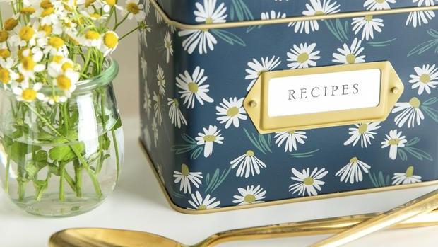 English Daisies Recipe Tin