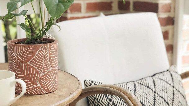 Terracotta Vintage leaf Pot