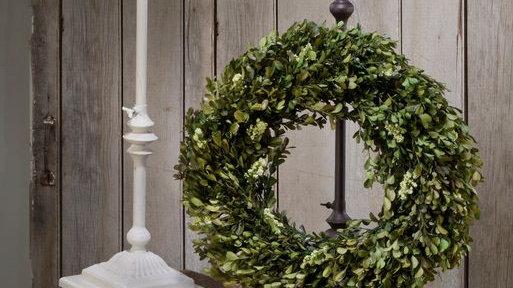 Adjustable Metal Wreath Stand