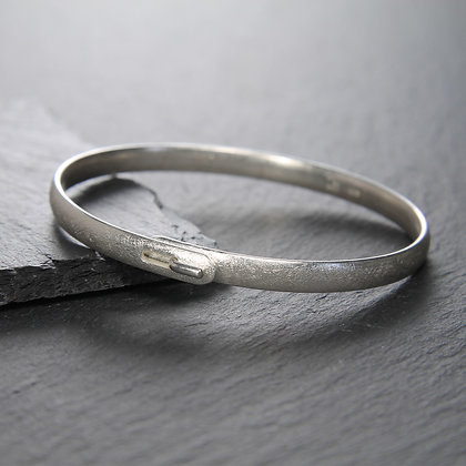 Curved Clasped Bangle