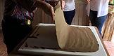 massa de paperclay sendo retirada depois da absorção da agua em excesso