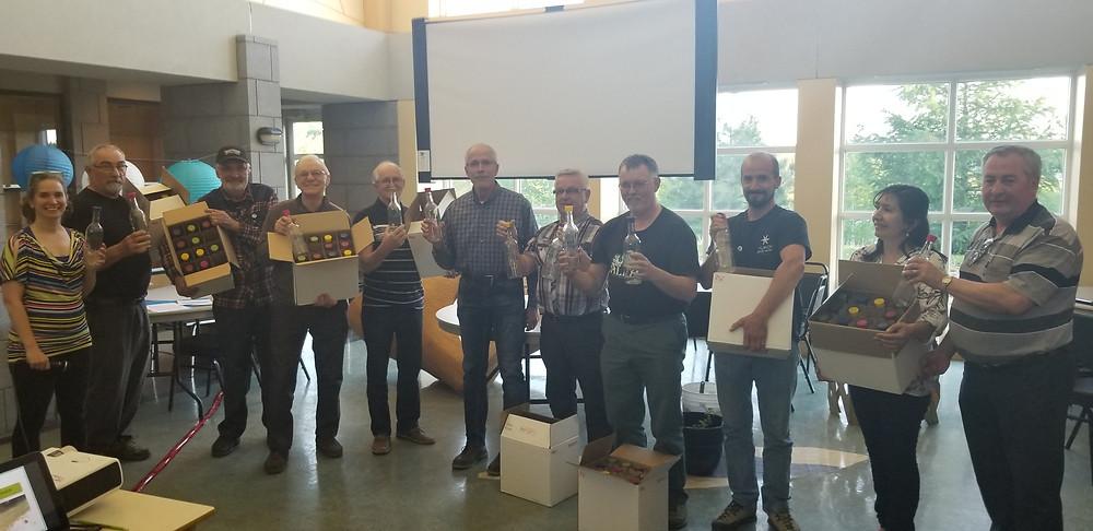 Le Prix Terres et Rivières Durables remis par la directrice et le CA à M. François Boulay, maire de Ristigouche Sud-Est et son équipe (absente sur la photo)