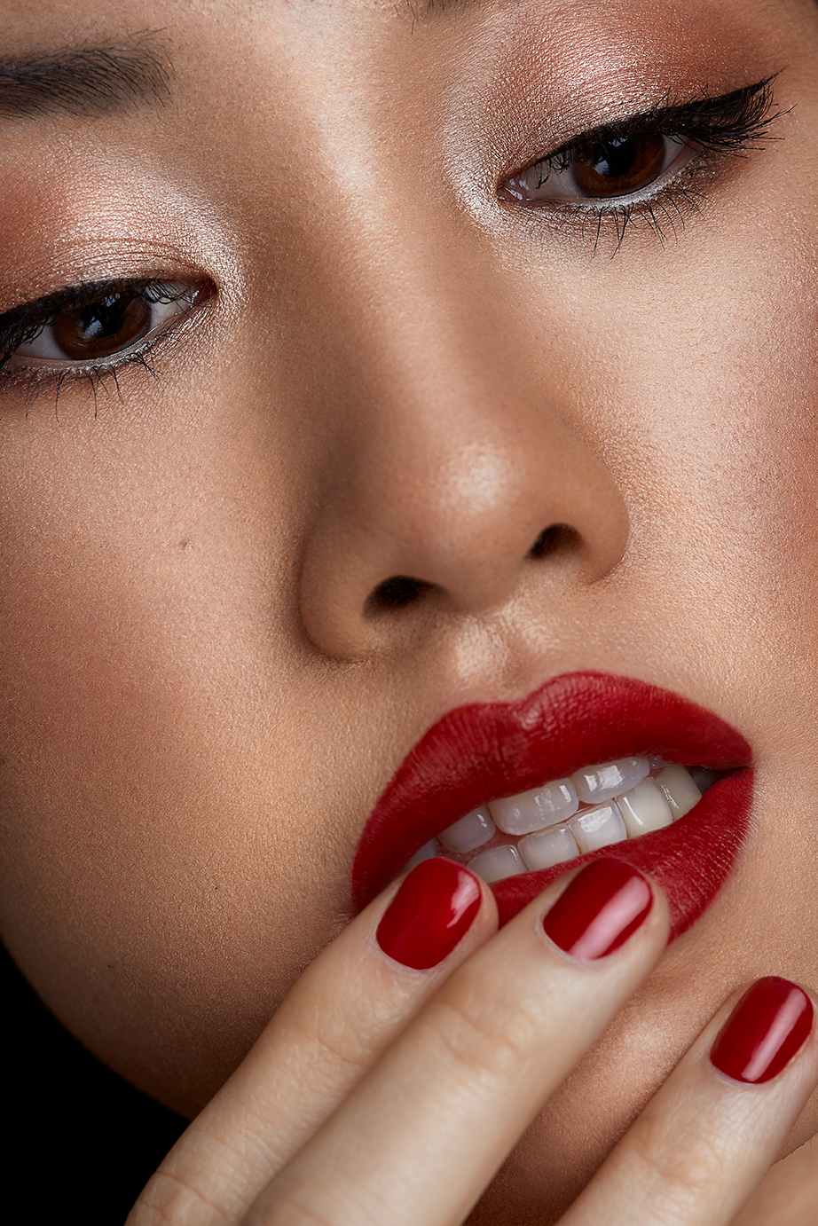 Red lip dewy skin