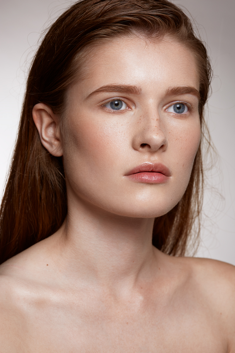 Natural make up freckles