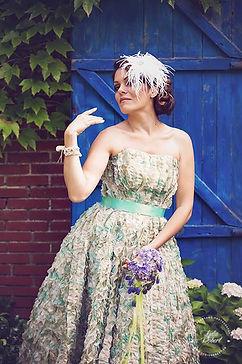 Photo - Live your dreams  Make up - Du Blush et des étoiles Fleurs - Histoire de Fleurs  Bijoux - Lola Framboise  Coiffure - Armelle B  Wedding Cake - Sugar Sugar Wedding Cake Modèle - Tatiana Accessoires - C'Créations