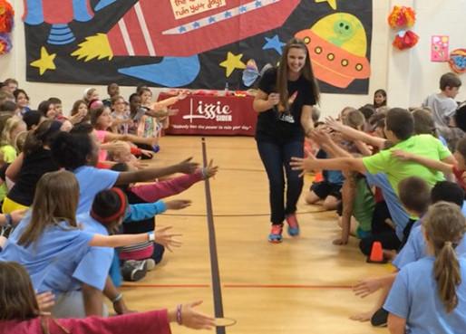 Lizzie Sider Battles Big Apple Bullying (CMA Close Up Magazine)