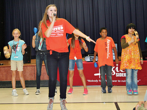 Country performer sings out against bullies at Kelly School (Tracy Press)