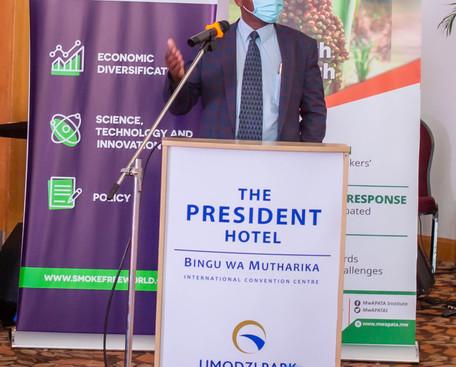 Prof. Regis Chikowo (MSU) making a prese