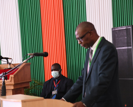 Prof. Ronald Mangani giving a keynote ad