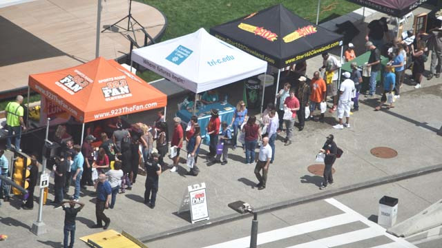 Entercom Radio hosts free lunch in The Square