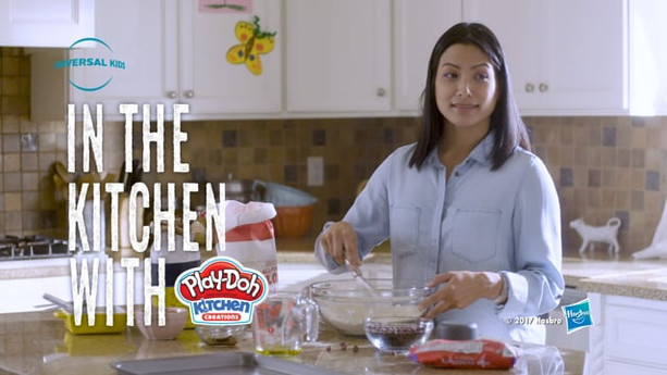 IN THE KITCHEN WITH PLAY-DOH   UNIVERSAL KIDS / HASBRO