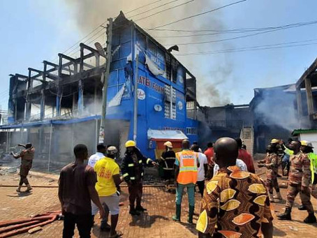 Watch: Fire Ravages Two-Story Building At Techiman Market (Video & Pictures)