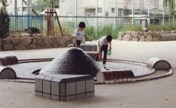 瓦の親水広場