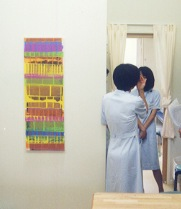 病院の受付に絵画