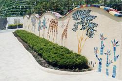 公園入口の壁