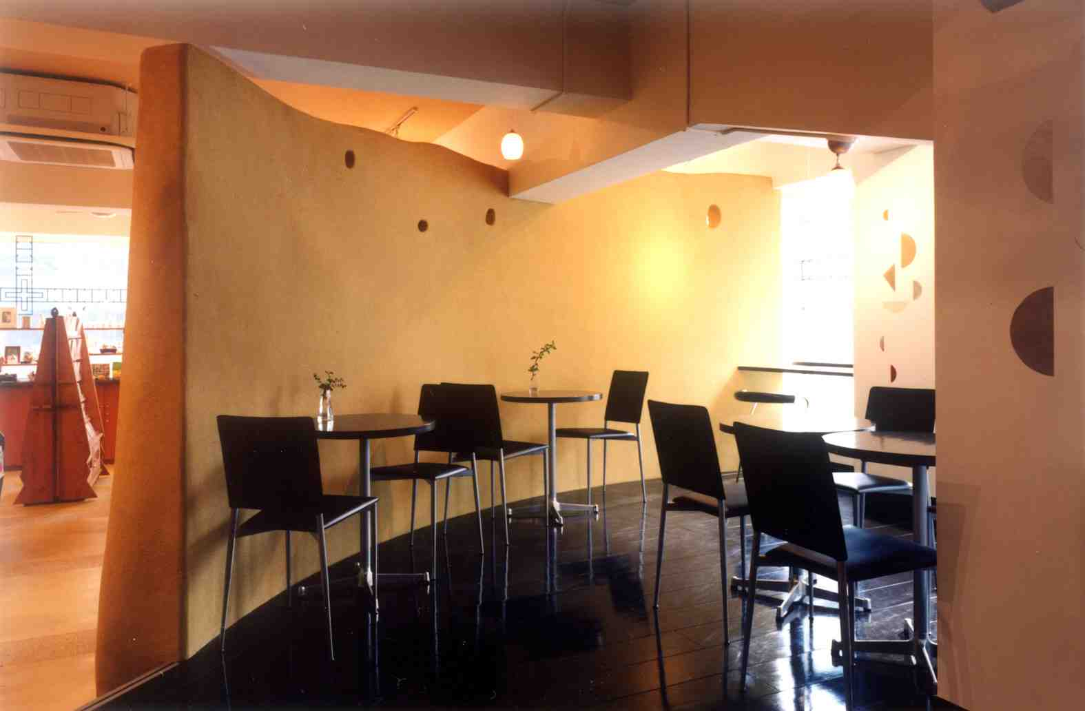 カフェと雑貨店を仕切る壁