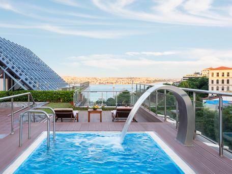 The Ritz-Carlton Istanbul'da Havuz Keyfi...
