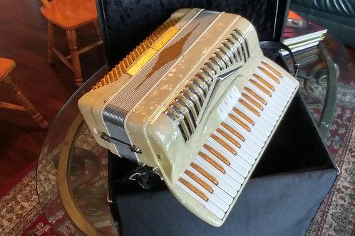 Italia-American vintage accordion