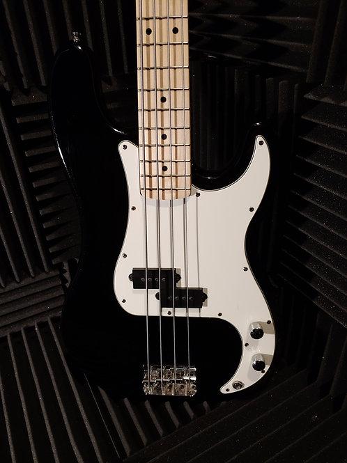 Squier Caster Bass