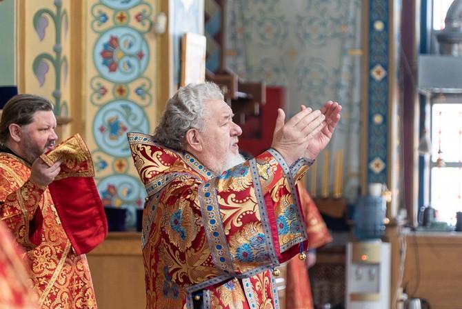 Глава Воронежской митрополии совершил Божественную литургию в Благовещенском кафедральном соборе