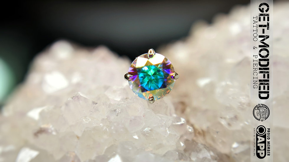 Anatometal 4mm 18ct Gold Tiffany with  Cubic Zirconia